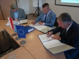 """2019.09.04 - Podpisanie umowy z Wykonawcą robót budowlanych  w ramach projektu p.n.: """"Modernizacja i rozbudowa oczyszczalni ścieków w Połczynie-Zdroju"""""""